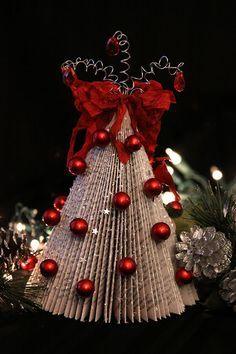 Pretty! Magazine Christmas Trees. And a great way to recycle old magazines.