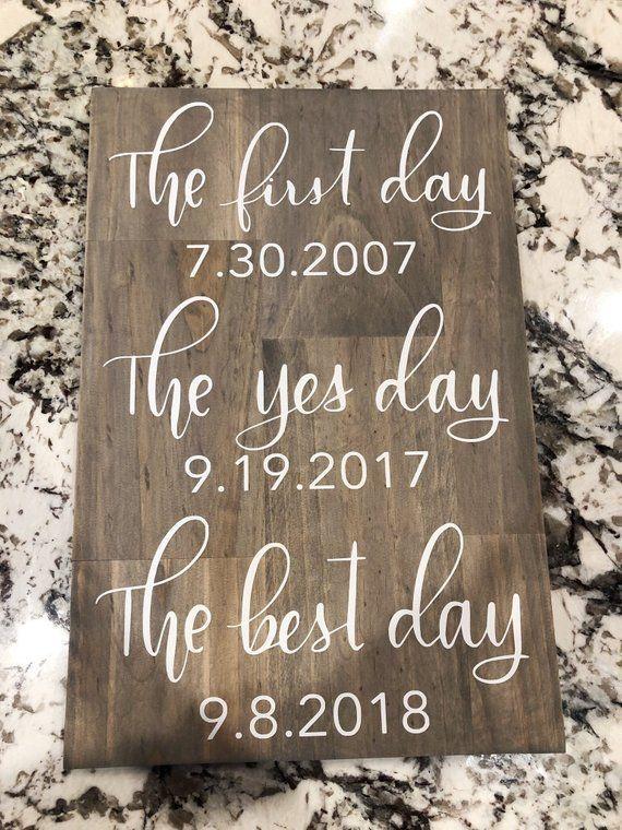 Erster Tag ja Tag am besten Tag Hochzeit Zeichen – Hochzeit Zeichen – beste Termine Hochzeit Zeichen – Hochzeit Dekor – Hochzeit – Datum Zeichen – Engagement Geschenk