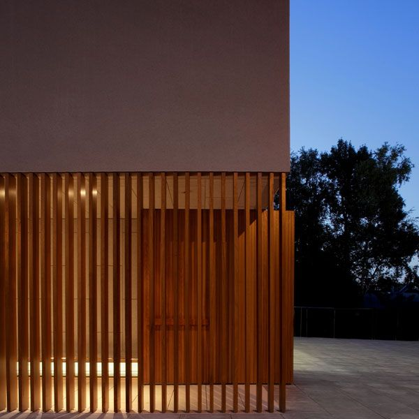 timber element continues as an open set of fins to create an open yet enclosed transition entry space.