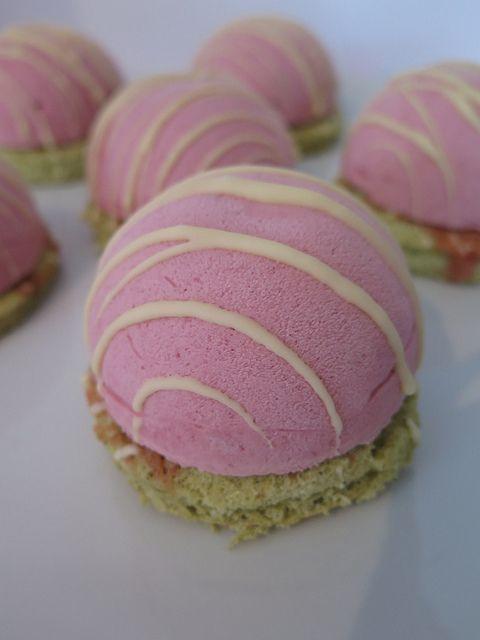 Mousses à la framboise & biscuit cuillère au thé vert 12 desserts individuels desserts a base de fruits 17 bavarois