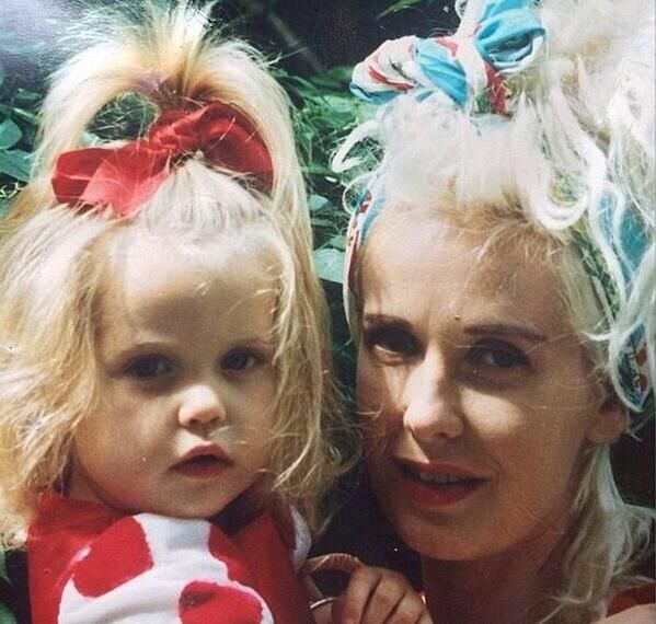 Peaches Geldof with her mother Paula Yates in better times ... (early 1990's) http://ift.tt/2etYaoB