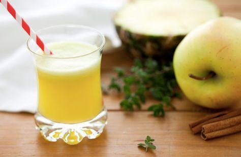 Centrifugato di ananas, mela e sedano. Mix multivitaminico che depura. Un pieno di energia!