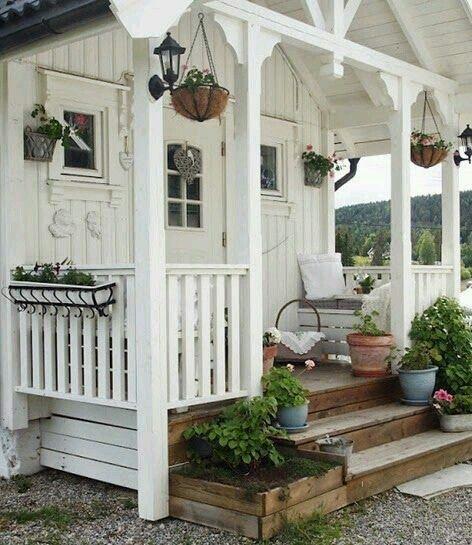 Super Cute Little House W/ Sweet Porch!
