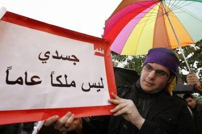 """Transexual, siria y perseguida por los yihadistas del Estado Islámico Sally, de 30 años, escapó de Siria y huyó al Líbano, donde espera para lograr un visado para a Noruega: """"Quiero operarme y vivir como cualquier otra mujer"""". Tras el estallido de la guerra en Siria en 2011, se vio obligada a huir de ciudad en ciudad para escapar de los extremistas de Estado Islámico. Aunque su vida no corre peligro, en Beirut es acosada a diario en la calle, vistiendo como un hombre y llevando barba pese a…"""