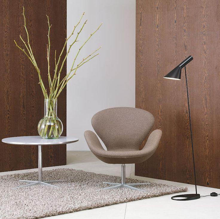 Die Louis Poulsen AJ Stehleuchte Ist Ein Entwurf Der Dänischen Design Ikone  Arne Jacobsen Für