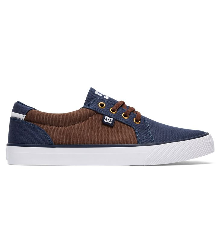 Wir präsentieren dir stolz Council TX von DC Shoes. Diese Low Top Schuhe für Männer, Obermaterial aus Canvas für mehr Atmungsaktivität und leichtes Tragegefühl, sind Teil der Spring Collection 2015. Weitere besondere Features sind: Clean Toe Design und Metallösen.