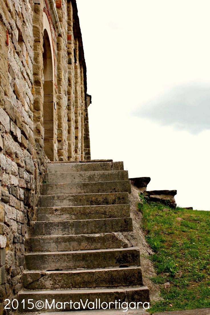 Stairs of S. Leo village's church - Marche, Italy Photo by Marta Vallortigara #travelling #photography #tourist