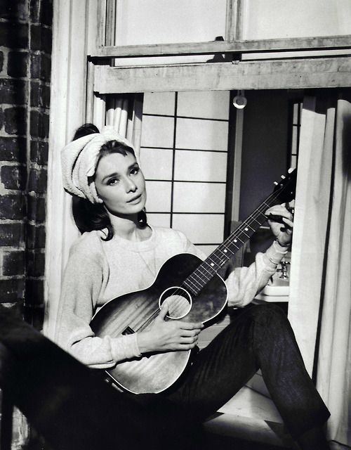 "Breakfast at Tiffany's - Playing ""Moon River"""