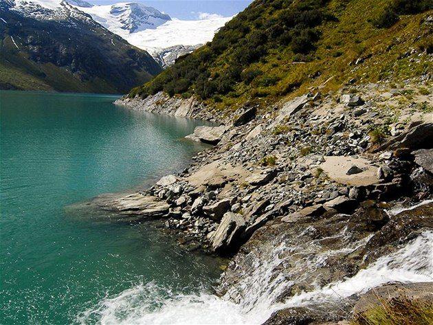 Podzimní stabilní počasí nabízí mnoho možností k výpravám na hřebeny rakouských hor, ke kterým se můžete přiblížit lanovkami. A pokud počasí zrovna nepřeje, vydejte se do okolních ledovcových soutěsek. V údolí řeky Salzach jich najdete hned několik.