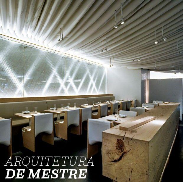 Morimoto, Nova York Influenciado pela culinária ocidental, ele elevou o sushi a outro patamar. Depois da passagem pelo Nobu, o chef Masaharu Morimoto abriu um restaurante que leva a assinatura de outro japonês: Tadao Ando. O concreto, marca registrada do arquiteto, está presente no projeto, mas ele se permitiu ser mais teatral: uma parede com quase 18 mil garrafas de água e o teto semelhante ao de uma tenda ganham destaque.