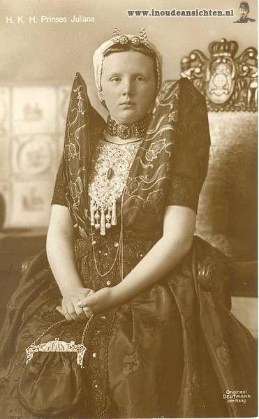 Prinses Juliana in Zeeuwse Klederdracht