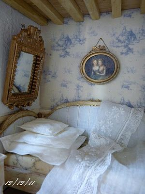 """Un Jour à la Campagne - L'Atelier de Léa: La chambre bleue."" Beautiful little French bedroom."