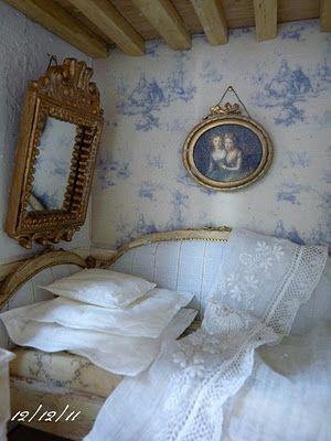 """""""Un Jour à la Campagne - L'Atelier de Léa: La chambre bleue."""" Beautiful little French bedroom."""