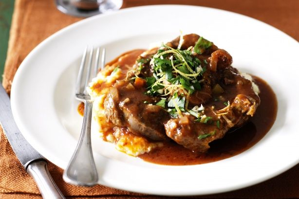 Μια συνταγή για ένα υπέροχο μοσχαράκι 'οσομπούκο' με απαράμιλλη γεύση. Μπορεί απαιτεί αρκετό χρόνο ψησίματος αν το φτιάξετεκαιτο δοκιμάσετε όμως, σίγουρα