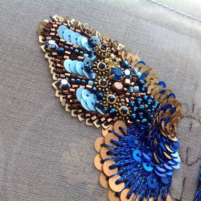 А что у меня есть Времени катастрофически не хватает,чтоб закончить#бабочки_в_моей_голове #бабочка #бисер #пайетки #вышивка #творю_и_вытворяю #синий #embroidery#fashion #butterflay