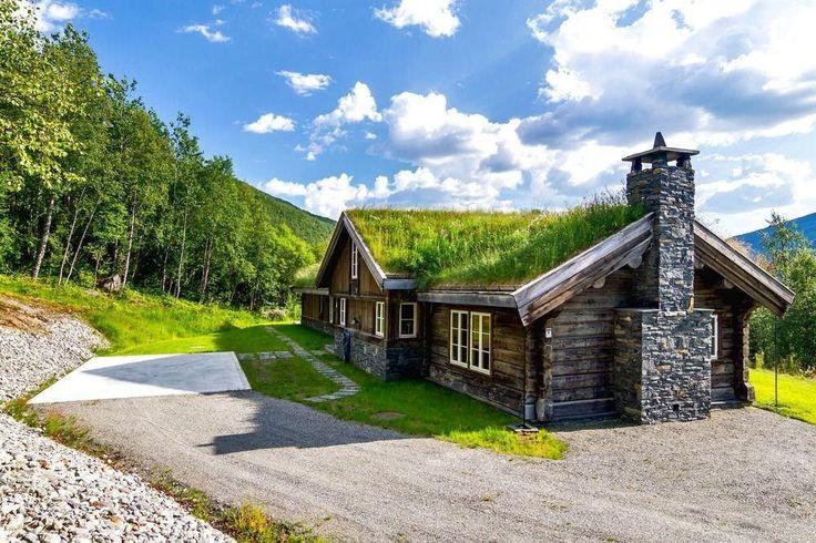 FINN – Hemsedal/Solheisen. Fantastisk og eksklusiv hytte med 268 kvm gulvareal.Solrikt og usjenert beliggende. Panormautsikt og ski inn/ut