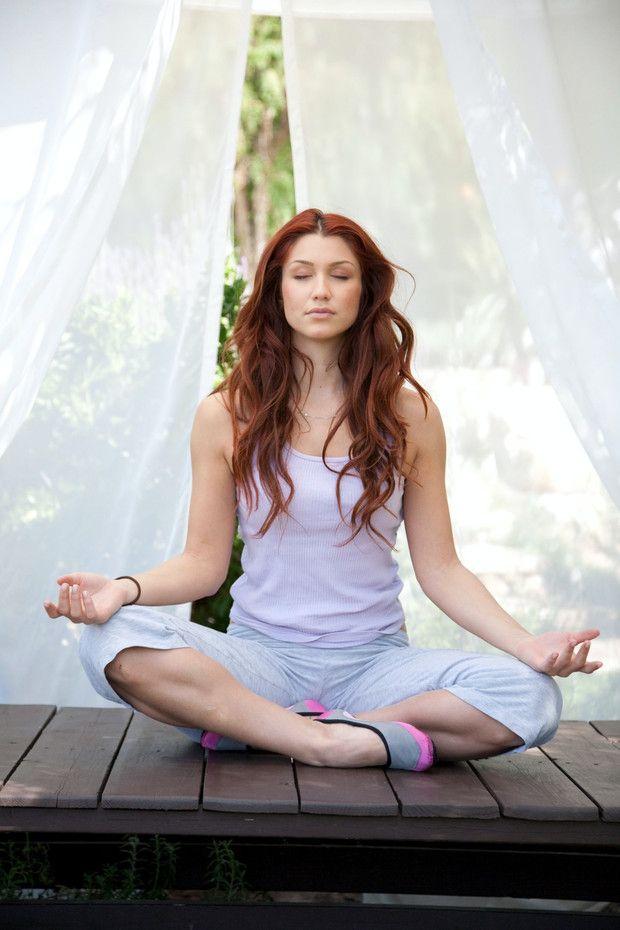 Olvídate del estrés cotidiando adoptando la meditación como tu nuevo estilo de vida. ¡Te compartimos las técnicas idóneas para empezar desde hoy! Yoga Fitness, Health And Fitness, Health Yoga, Men Health, What Is Meditation, Yoga Meditation, Meditation Benefits, Chronic Stress, Stress And Anxiety