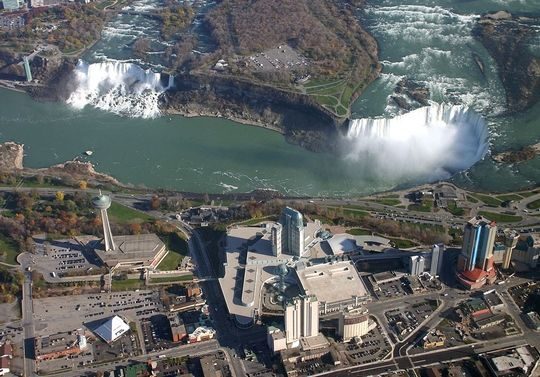 Voyage à Niagara Falls (Kingston, NF, Vignoble et Toronto) Frenzy Tours - 360$/pp