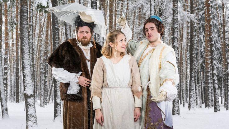 """Vi presenterer """"P3morgens Tre nøtter til Askepott"""". P3morgens egne programledere har levd seg inn i rollene, og det blir uforglemmelige scener fra tidenes julefilm. Med Ronny Brede Aase, Silje Nordnes, Markus Neby, Line Elvsåshagen, Cecilie Ramona Kåss Furuseth og Sigrid Velle Dypbukt i rollene. God jul ønskes fra alle oss."""