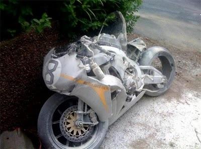 Racing Cafè: Dainese-AGV Guy Martin wrecked TT 2010