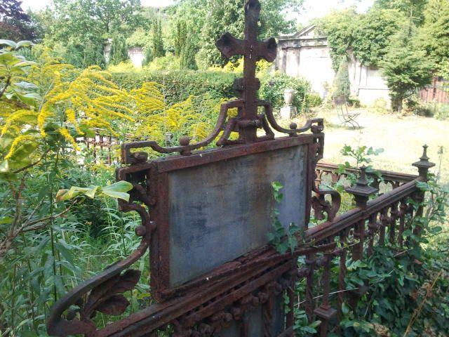 #Berlin Friedhof #Berlin #cemetary #graveyard