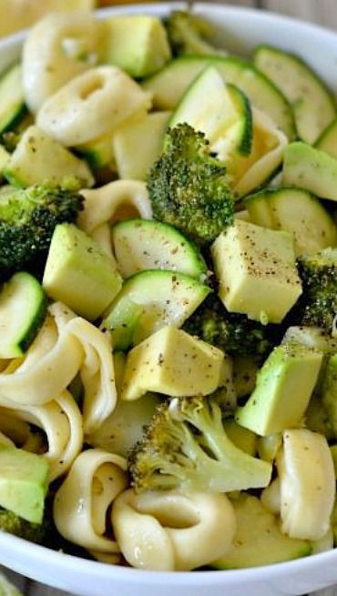 Green Goddess Tortellini Salad with broccoli, zucchini, avocado,  garlic-lemon vinaigrette, cheese tortellini and toasted almonds make for an easy and delicious vegetarian pasta salad. | Mountain Mama Cooks