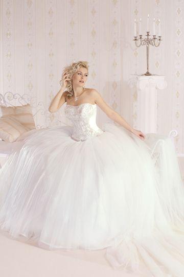 264-Hercegnős, tüll szoknyás esküvői ruha levehető uszállyal
