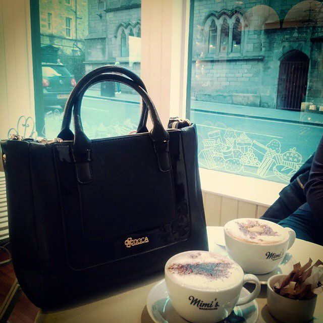 Enjoy coffee with your favorite DOCA tote bag DOCA FW 2014/15 Collection Find out more at: http://www.doca.gr/el/online-shop/fthinoporo-xeimonas-14-15/tsantes/kathimerines-tsantes-fw-14-15.html  #doca #tote #handbag #fw201415Collection