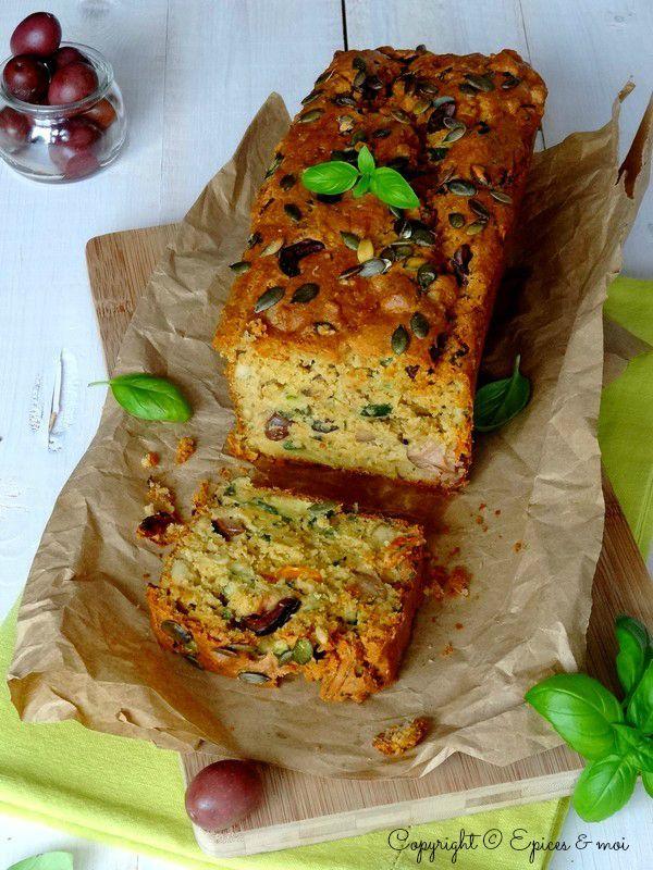 Cake végétal de Kamut® aux olives noires, courgettes, tofu fumé et tomates séchées { Epices & moi }