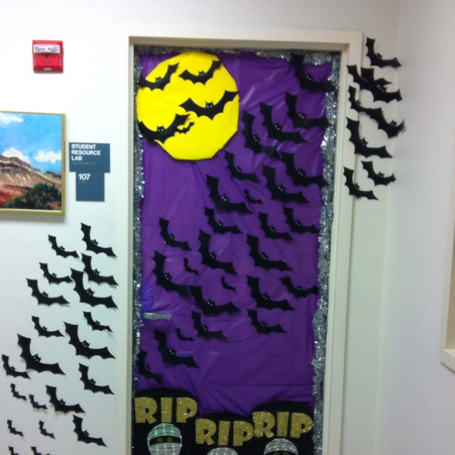 Halloween door holidays pinterest theme halloween for Decor 1 32