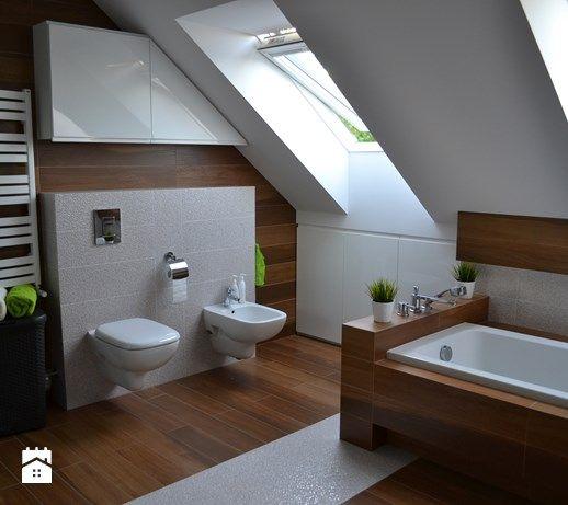 Średnia łazienka na poddaszu w domu jednorodzinnym z oknem, styl nowoczesny - zdjęcie od HSHmg