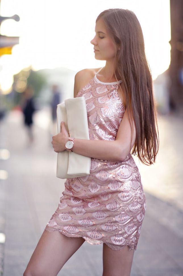 Zlota Sukienka Z Cekinow Bezowe Szpilki I Kremowa Kopertowka Ari Maj Personal Blog By Ariadna Majewska Dresses Fashion Costume Fashion