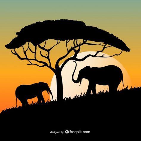 Puesta del sol africana con los elefantes y las siluetas de árboles Vector Gratis