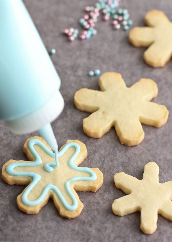 Royal Icing recipe and outline/flood technique demo - will try this for my Christmas cookies!