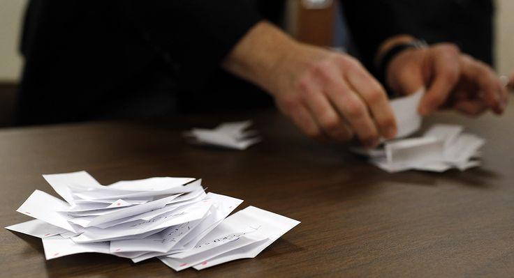 """#DesMoines REGISTER calls for audit of #Iowa results... """"Something smells in #Democratic Party""""..."""