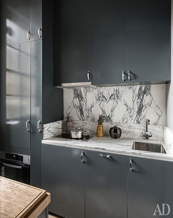 Квартира в Лондоне, 55 м² Шкафчики выкрашены под цвет стен — это легкий способ зрительно расширить пространство
