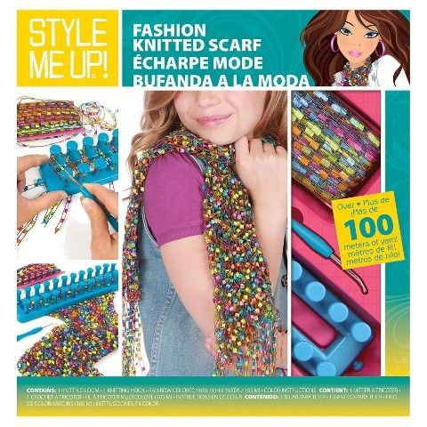 This kitfrom Style Me Up! has over 100 meters of rainbow coloured yarnfor you toknitafashionable scarf.Use theloom and hook, to create a lightweight scarf to wear all year round.