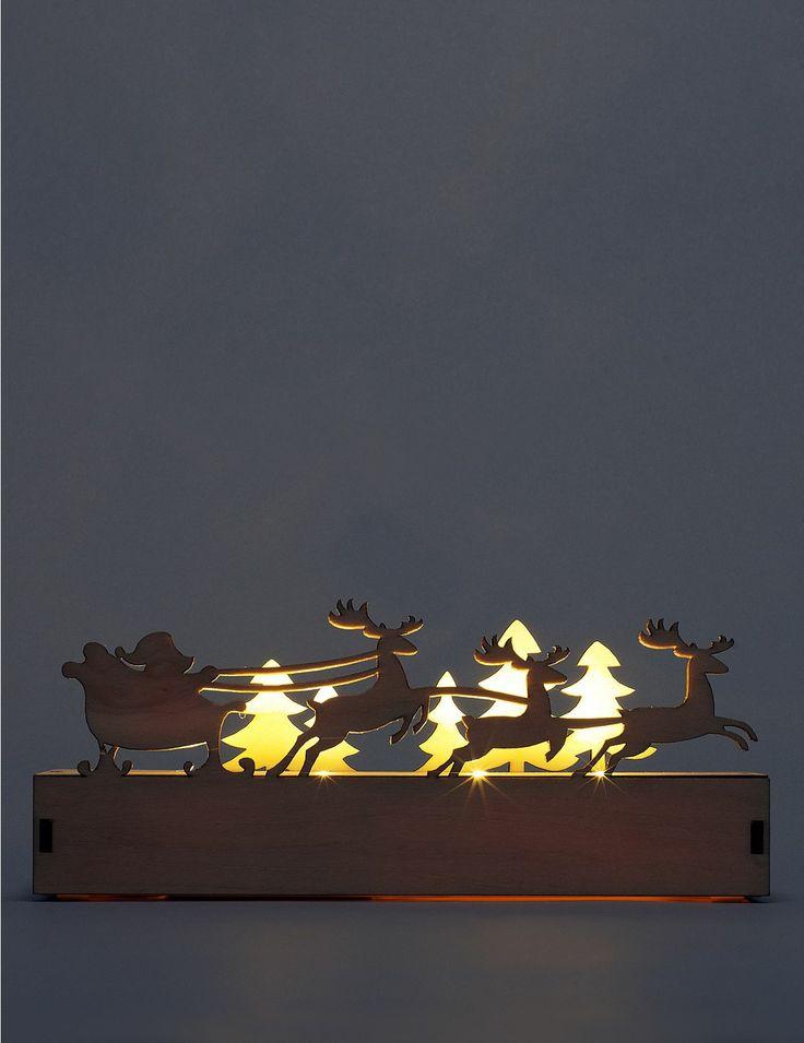 Décoration de Noël lumineuse en bois découpé au laser à éclairage LED.  A découvrir dans votre boutique Marks&Spencer.