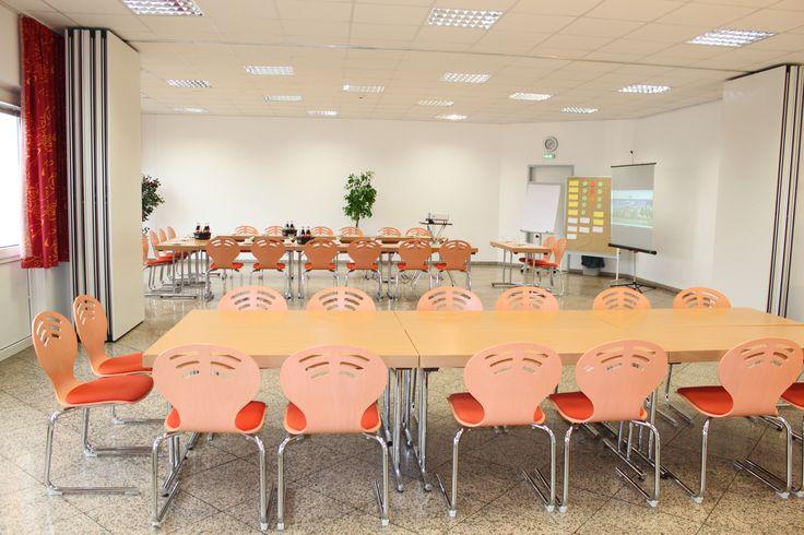 Bitte erkundigen Sie sich an der Rezeption nach unseren vielfältigen Tagungsmöglichkeiten. Die Räume können je nach Belegung gerne besichtigt werden. Auf Wunsch erhalten Sie auch unsere Tagungsmappe.