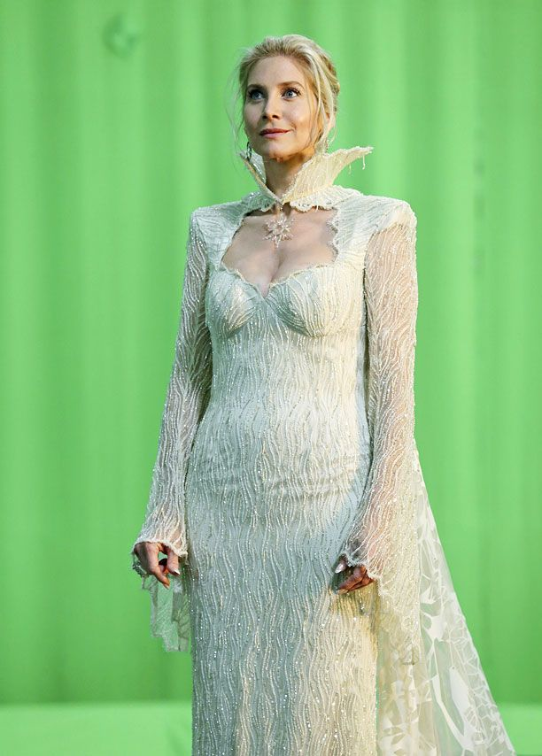'Once Upon a Time' first look: Elizabeth Mitchell makes her debut as the Snow Queen