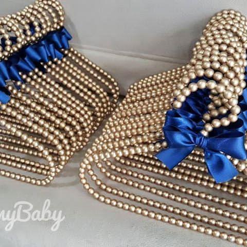 Os cabidinhos dourados com lacinho azul marinho são um amooor! São uma linda opção para o bebê!  Faça seu orçamento e encomende conosco, temos ofertas incríveis esperando por você!  (33) 99145-5830 ou Direct  Enviamos para todo Brasil   #CabideParaBebê #CabideDeBebê #Cabide #CabideInfantil #CabideDePérolas #CabideDecorado #Cabides #Pérolas #QuartinhoDeBebe #CantinhoDeBebe #Presente #Decoração #BabyRoom #QuartoDeBebê #QuartoDeMenina #QuartoDeMenino #MãeDeMenina #MãeDeMenino