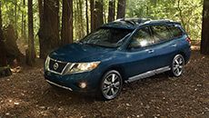 <strong>Nissan Pathfinder<sup>®</sup> Platinum</strong> shown in Arctic Blue Metallic with optional equipment.