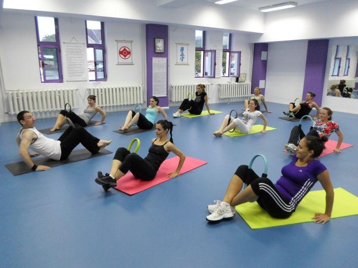 Cursuri Aerobic Sibiu - Tae Bo Mix - Accesoriu folosit: cerc de fitness