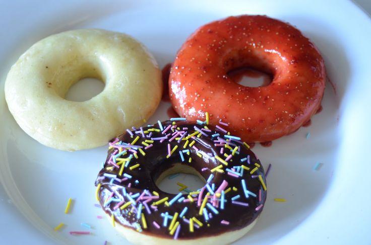 Donuts selber backen ohne Form - nicht frittiert - mit Schoko, Vanille und Erdbeer Glasur - YouTube