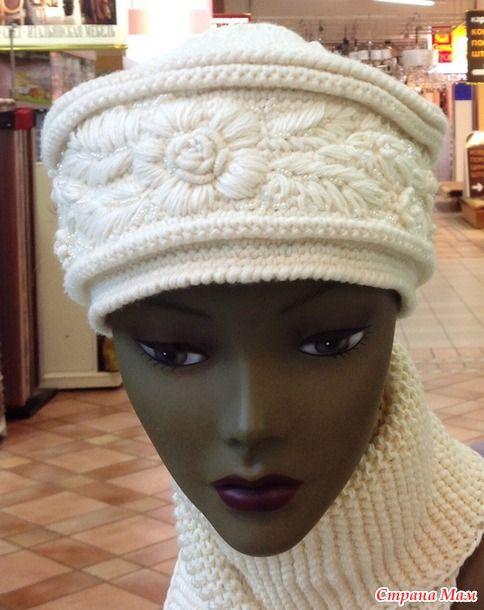 """Вязаную шапку кубанку """"Люкс"""" можно декорировать по-разному.  Один из вариантов - украсить шапку изысканной вышивкой.  Работа Елены Садуновой."""
