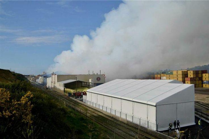 Concentrações do poluente dióxido de enxofre acima do habitual, devido ao incêndio numa fábrica, em Setúbal, chegaram até ao Porto, mas os níveis estão a voltar ao normal.
