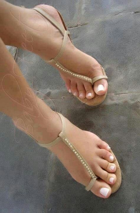 Young Foot fetish toe and heel give props