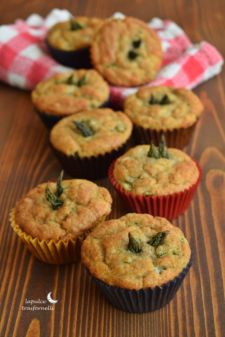 Il mio debole per i muffin colpisce anche a Pasquetta ….. sapete che sono un'amante sfegatata dei muffin, sia dolci che salati, e complici un mazzetto di asparagi freschi e del gorgonzo…