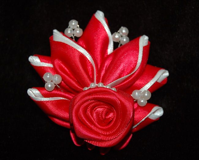 kanzashi flower hair clip by MALUQUI