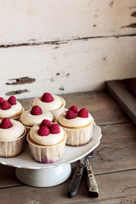 Raspberry Lemon Cream Cheese Cupcakes #cupcake #recipe